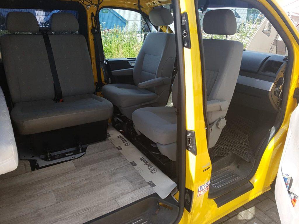 Drehkonsole für Fahrersitz und Beifahrersitzbank, sowie Safedrehkonsole für Beifahrersitz beim VW T5/T6 (Fahrzeug ist noch in der Umbauphase)