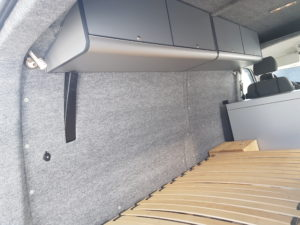 vw-t5-mittelhochdach-innenausbau-dachschrank-b4f-carpet-filz-bus4fun-b4f-handel-ug