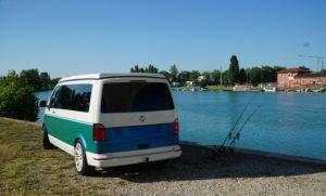 vw-t6-camper-beim-angeln-b4f-stylecamper-bus4fun