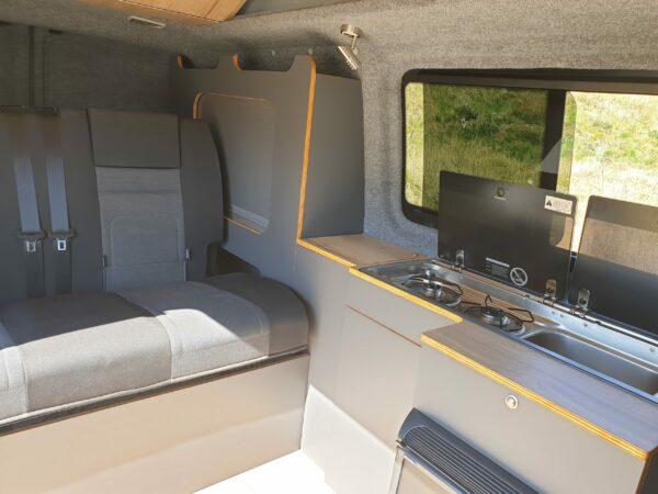 Innenausbau Bus4Fun inklusive Camping-Küche und Schränke