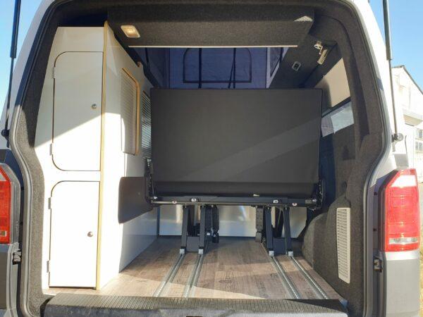 Innenausbau und Sitzreihe auf Schienen von Bus4Fun